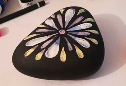 Painted-Rocks-Flower-The-Creative-Patch